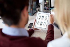 Concepteurs Web avec interface utilisateur sur tablette