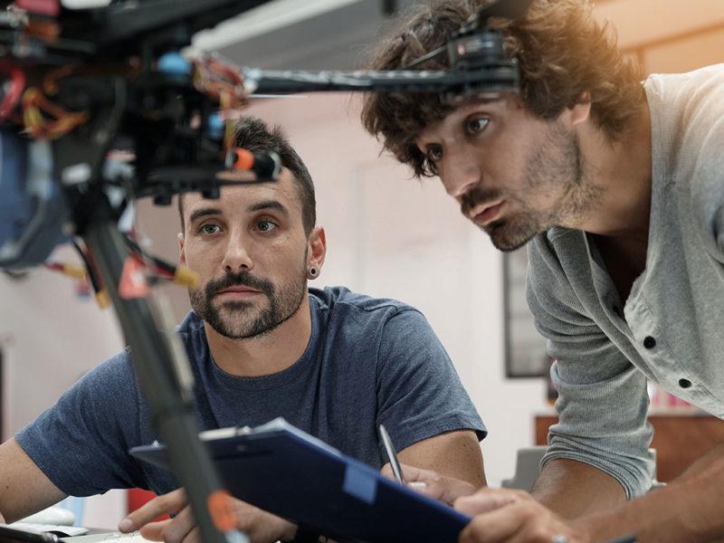 Jeunes stagieres informatiques dans le domaine de la robotique