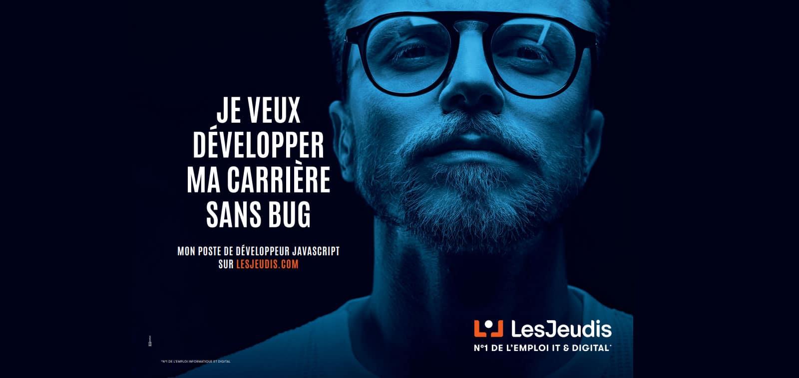 développeur javascript sur banniere pub de LesJeudis qui pense: 'je veux développeur ma carriere informatique sans bugs'
