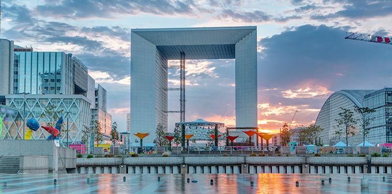 Quartier d'affaires de Paris La Défense, et site des plus grosses entreprises françaises